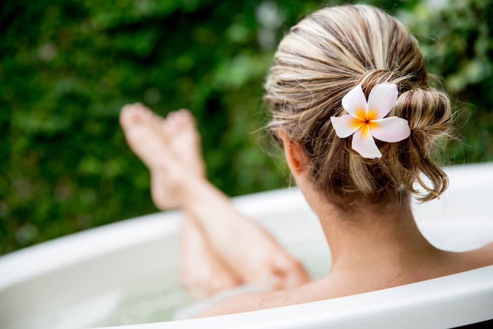 Kак правильно принимать ванну с аромамаслами